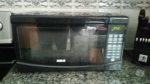 RCA 700 WATTS BLACK MICROWAVE MODEL RMW733