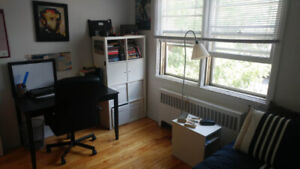 Fully Furnished Bedroom in Cozy Apartment in Montréal-N.D.G
