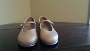 Tan Bloch tap shoes size 7.5 in excellent condition $35