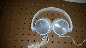 Sony MDR-ZX310AP Stereo Headphones (White)