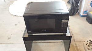 Microwave & Slow Cooker - Excellent Condition, Work perfectly