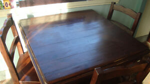 Wicker Emporium harwood kitchen table and 4 matching chairs