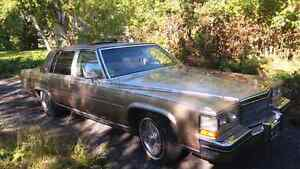 Cadillac Fleetwood fully loaded very clean