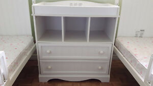 South Shore Savannah Collection White Changing Table & Drawers