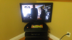 L32hd22d widescreen lcdtv with built in DVD player.