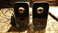 Computer speakers (Haut-parleurs pour ordinateur).