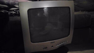 ATTENTION GAMERS! 2002 RCA Tube TV EUC FOR SALE!