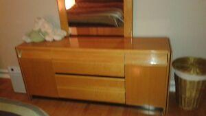 bureau  et table de chevet en veritable bois de chene