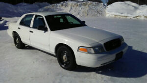 201 1 Ford Crown Vic Police Pkg. Extra Clean!  We will finance!