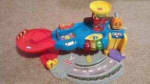 Vtech Go! Go! Smart Wheels Garage - Excellent condition