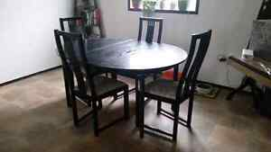 Like new dining room table