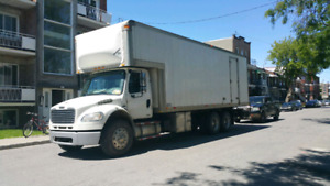 FREIGHTLINER 2004 WITH TAIL GATE