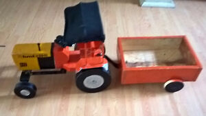 HMT 5911 Toy Wood & Metal Tractor with Trailer