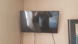 32 inch tv with stand and tv mount.