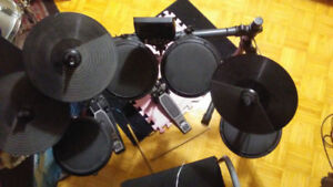 Drum. Percussion electronique ALESIS DM6