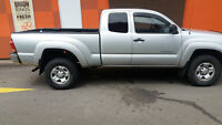 2005 Toyota Tacoma Pickup Truck 4x4, LOW KMS