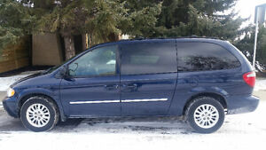 2005 Chrysler Town & Country Touring Minivan, Van