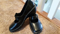 Hush Puppies Mary Janes size 7.5 - Mint condition Black