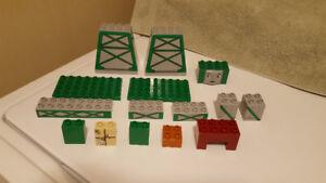 Lego Duplo - Cargo Loading Cranky #3301 - 15 Pieces - Year 2006