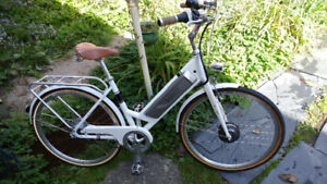 Benelli Classica N8 Lithium 8-speed Electric Bicycle ebike