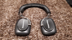 Bowers and Wilkins P5 S2 (second version) headphones
