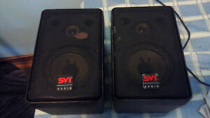 Pair of Bookshelf Speakers - Working and in good condition