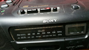 BOOMBOX CD PLAYER RADIO CASSETTE STEREO SPEAKERS SONY CFD-10 West Island Greater Montréal image 3