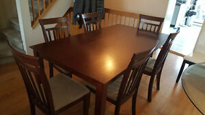 7 piece set. Sexy table and chairs! Red/Brown wood West Island Greater Montréal image 1