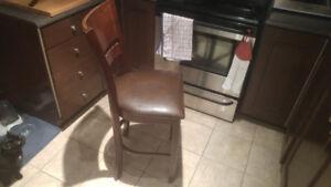 Bel ensemble de cuisine, comprenant une table et 8 chaises