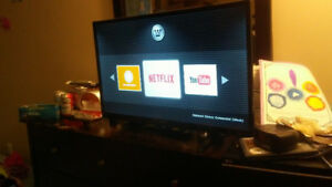 Smart tv 32 inch flat screen with remote barley used works great