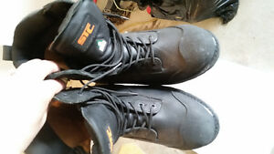 Urgent. Selling these boots. Brand new never used