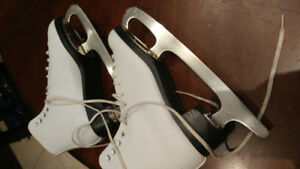Ladies figure skates- Size 6