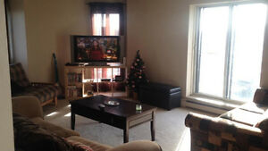 Large 5 1/2 Available Immediately in Ville St-Laurent!