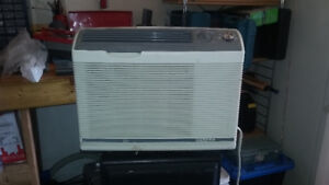 5000 btu Air Conditioner made by Carrier