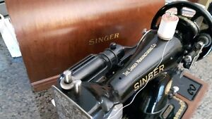 Antique Singer Sewing Machine - Great Condition!