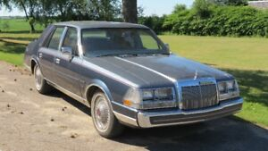1984 Lincoln Continental Givenchy Berline