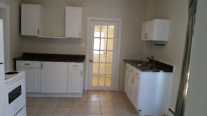 LARGE 3 BEDROOM FLAT - ARMDALE - ALL INCLUSIVE