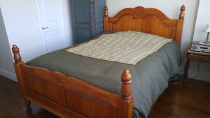 Gorgeous Antique reproduction Bed