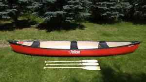 Pelican Explorer 15.5 canoe with paddles