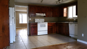 STUDENTS!!! 3 bedrooms house downtown