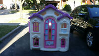 LIKE NEW!!! Step2 Cindrerella Playhouse
