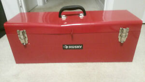 "HUSKY RED METAL 26"" TOOLBOX VERY GOOD     CONDITION London Ontario image 1"