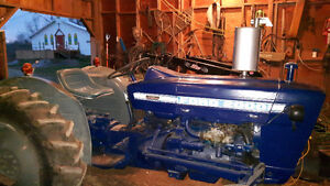 Ford 2000 gas tractor 1975