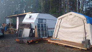 Fifth wheel trailer and addition