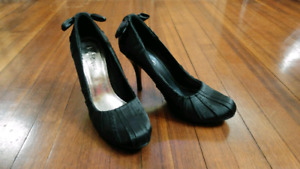 Black LE CHATEAU Heels Size 7.5 Shoes