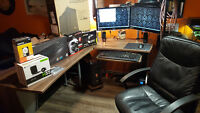 Custom gaming set up Desk,chair,tower,moitors, mount!
