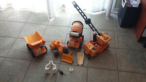 Lot 4 camions 2 figurines Fisher price husky helpers West Island Greater Montréal image 3