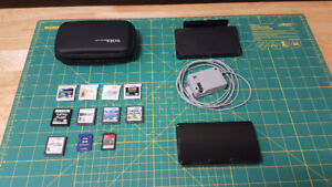 Nintendo 3DS w/ 9 Games and Case