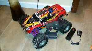 MINT TRAXXAS TMAXX 2.5 UPGRADED TO 3.3 WITH LOTS OF EXTRAS