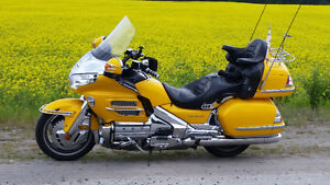 GL1800 yellow Goldwing for sale in good condition
